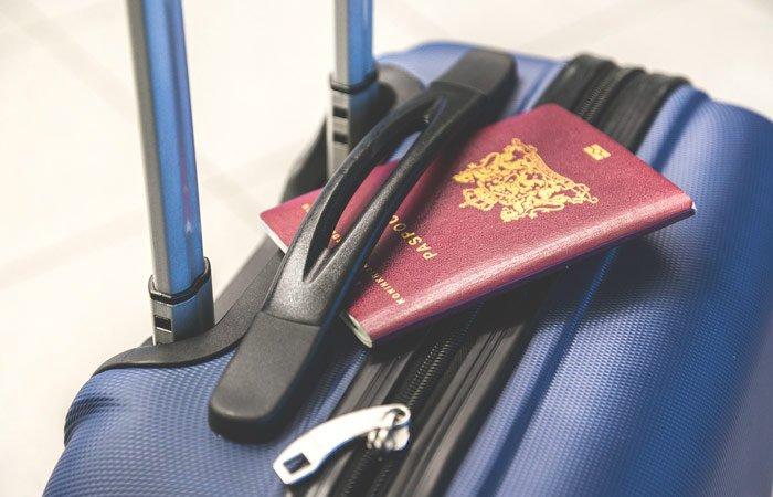 llevar dinero equipaje avión